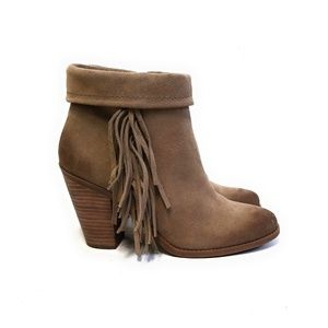 JESSICA SIMPSON Callaghan Fringe Suede Booties 9